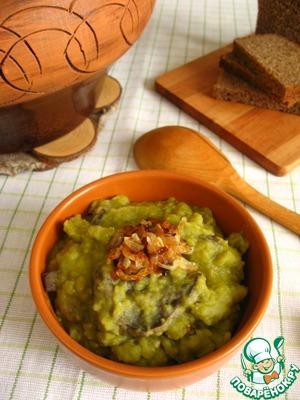 Pea porridge with mushrooms