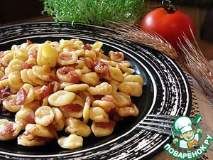 Homemade orecchiette with a sauce of red onion