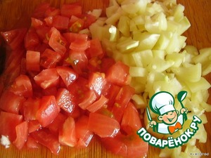 at this time, cut into cubes bell pepper and tomato without skin