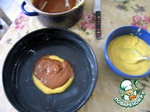 Круглую разъемную форму для выпечки смазать маслом. Выложить тесто в форму слоями (слой шоколадного, слой белого и т. д.). на крупной терке натереть шоколад и обильно им сверху посыпать. Выпекать в разогретой до 180С духовке 30 минут. Остудить.