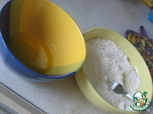 Butter (margarine) melt and cool. Flour, coconut and sugar mix in a separate bowl