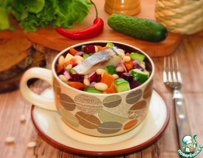 Рецепт: Винегрет с белой фасолью и сельдью