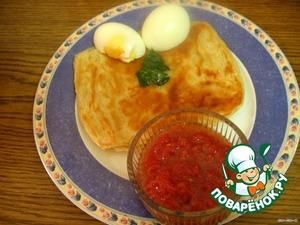 Едят, окуная в соус по очереди, куски лепешки   и яйцо.