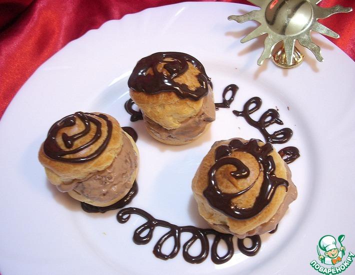 Рецепт: Профитроли, начиненные домашним шоколадным мороженым