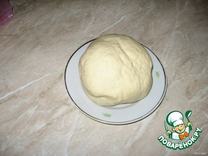 Well knead the dough, adding the remaining flour so the dough does not stick to hands. In the end it should be about that of kolobochek :).