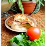 Картофельные пирожки под чечевичным соусом
