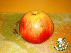Берем яблочко среднего размера, лучше домашнее ароматное