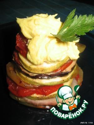 Выкладываем на тарелку, сверху кладём соус, украшаем зеленью и подаём.