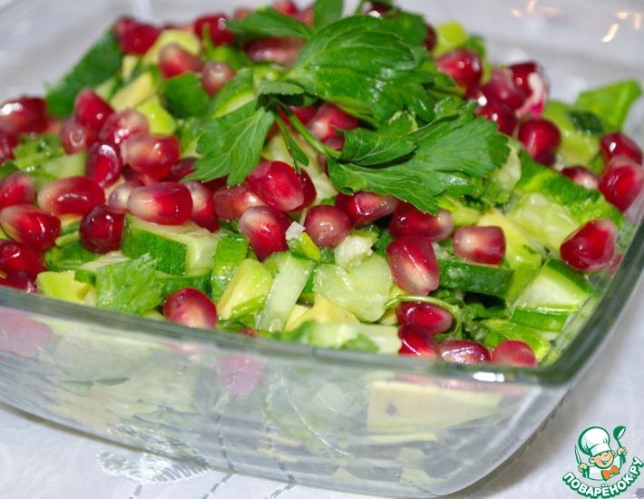 Рецепт: Салат с авокадо и огурцом
