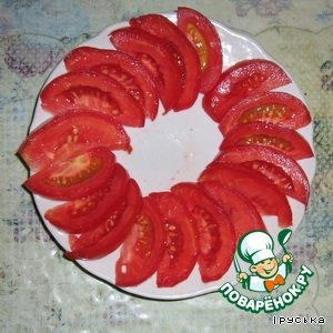 Cut the tomatoes into slices and lay out on a dish.