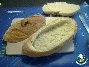 Cut the bread in such a way that would have formed a cap.To remove the pulp (you can use it in the manufacture of cutlets).On the lid to make two cuts and inserted the handle of the bread strips.