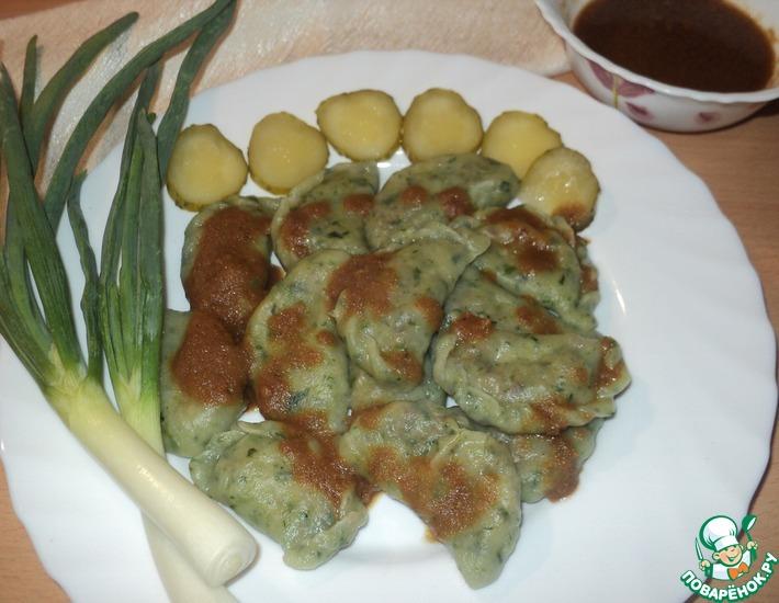 Рецепт: Вареники со шпинатом, гречкой и солёными огурцами