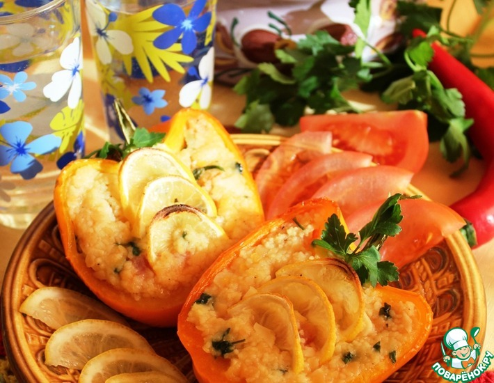 Рецепт: Запеченный перец с кус-кусом, чечевицей и лимоном
