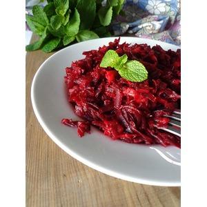 Тёплый салат из свеклы с имбирём