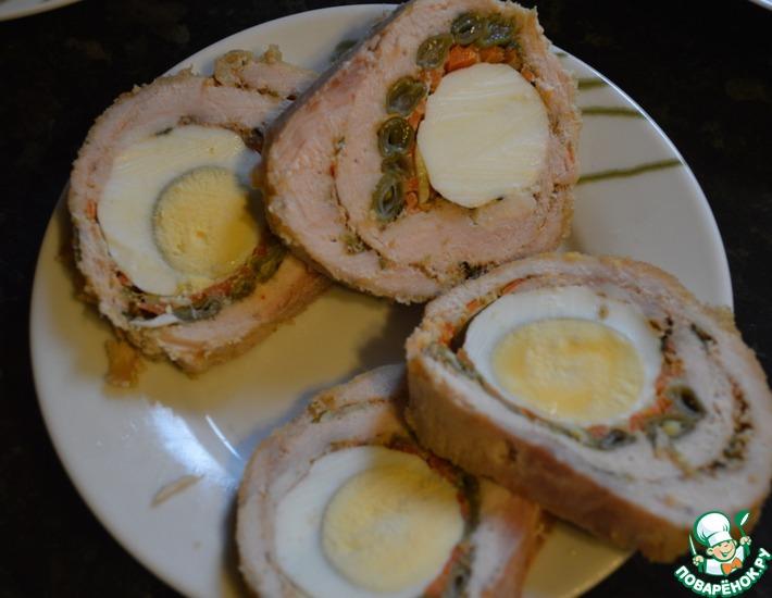 Рецепт: Рулет из карбоната с яйцом и фасолью