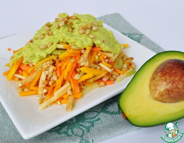Рецепт: Салат с ростками зеленой гречки под соусом из авокадо от Jesona Vale