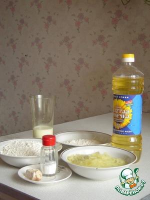 Для приготовления этого хлеба можно использовать оставшееся картофельное пюре или сварить свежее.