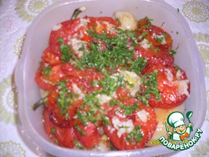 Cut tomatoes into slices,fry and put on pepper. Sbryznut the whole thing with vinegar and sprinkle with chopped parsley.Give a little brew and take with you on nature....