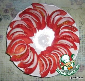Spread the onions on the tomatoes.