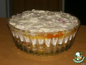 In a salad bowl put layers of prepared foods:  1 layer - eggs,  2 layer - cheese,  3 layer - fried onions,  4 layer - fried carrots,  5 layer - crab sticks.  Mayonnaise and repeat the layers starting with 1.