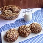 Шоколадные булочки с сырной начинкой и арахисом