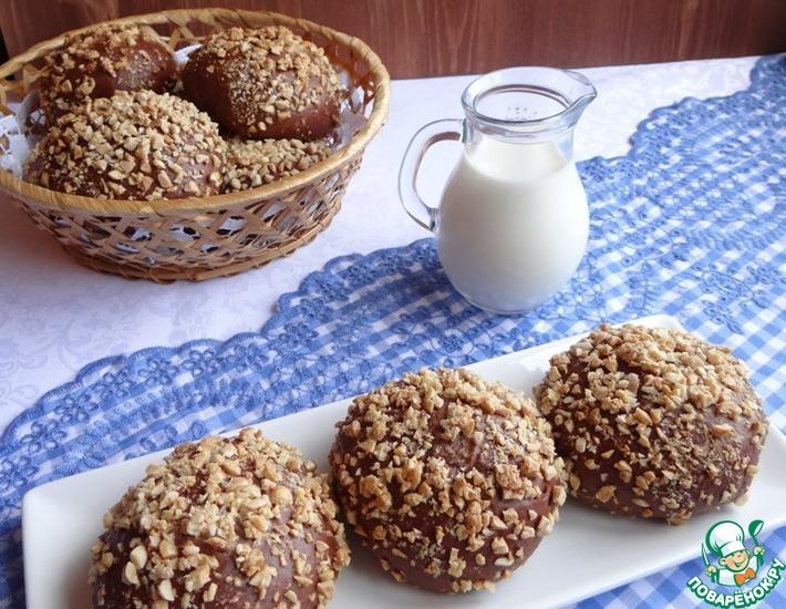 Рецепт: Шоколадные булочки с сырной начинкой и арахисом
