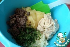 Хорошо смешиваем все ингредиенты, пока горячие. Добавляем зелень, перец (можно просто молотый) и пробуем на соль.    Всё, наша толчёнка готова!