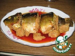 После варки сразу рыбу аккуратно переложить на блюдо. Жидкость процедить и, при желании,  налить на блюдо. Дать остыть и поставить в холодильник. В холодном виде рыба вкуснее.