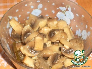 Separately chop and fry the mushrooms, add to meat mixture.