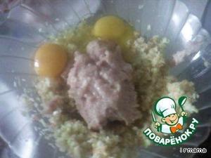 Смешиваю фарш,овощи, яйца + соль