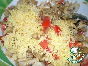 Mushrooms mixed with tomatoes and grated cheese
