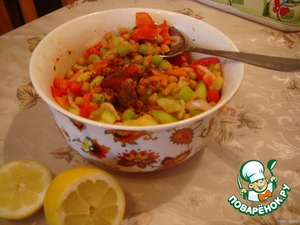 Соеденить все остывшие ингредиенты и добавить специи , сок лимона. Соль по вкусу.