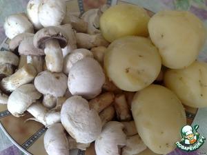 Картошку остудить и почистить,    грибы помыть, почистить.