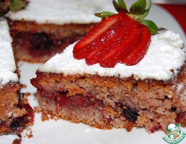 Рецепт: Постный пирог с клубникой и чёрной смородиной