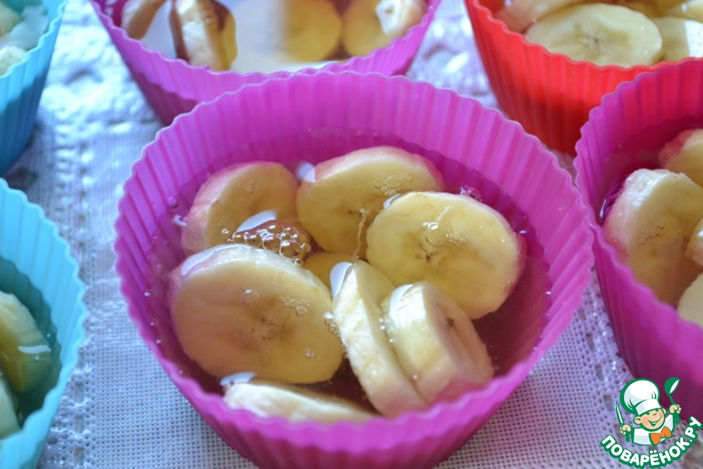 Желе из белого вина с бананами