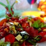 Салат с хамоном, цуккини и сыром пармиджано