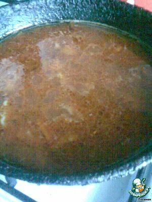 Добавить томатный сок. Если томат, то развести водой. Приправить солью и перцем при необходимости.   Залить соусом тефтели и подержать на огне минуты 3-4, пока соус закипит.   Тут же выключить и дать настояться минут 30-40.   Долго тушить тефтели не нужно. Они очень нежные и превратятся в кашу...   Приятно аппетита и поста!