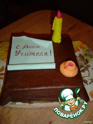 и украшаем торт заранее изготовленными из мастики элементами.