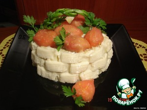 Put a strawberry on the basket, inserting the parsley, here is the basket ready!