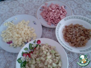 For full sun you can connect a variety of products(examples below), I picked the products which I had on hand: raisins mixed with crushed walnuts; chopped apples with vanilla biscuits, sliced cooked sausage, cheese, diced.