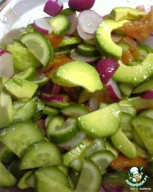 Очень вкусно, можно заправить майонезом (как любит мой муж), но я считаю, что салат станет очень тяжелым - да и майонез я не лю:-). Дать чуть чуть постоять, чтоб овощи