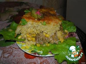 Дать немного остыть. Подрезать края ножом и перевернуть аккуратно на блюдо, получается своеобразный торт. Украсить по желанию.