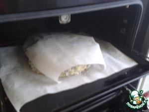 Накрываем торт пергаментом и отправляем в духовку, разогретую до 180 градусов, на 15 мин.