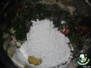 Добавляем мелко нарезанную зелень, солим и перчим - по вкусу. Добавляем яйцо и крахмал.