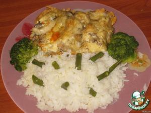 Гарнир можно использовать любой. У меня отварной рис и овощи на пару. Рыба получается сочной, а вкус необычным. Приятного аппетита