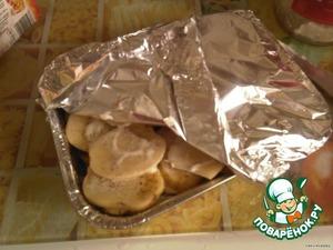 Когда все слоя будут готовы накрыть форму фольгой и отправить в разогретую духовку до полуготовности.
