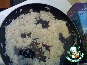 Spread the onions with garlic rice and again stir fry until transparent
