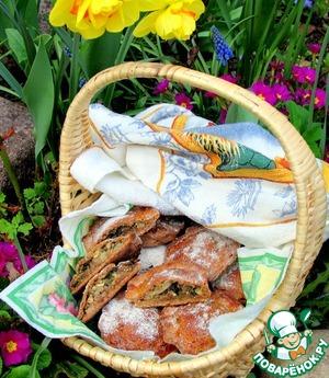 Пирожки хороши для закуски на природе. Дома с кофе тоже очень вкусно! Корзина не на пикнике, а у меня под окном.