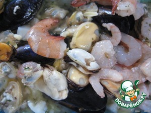 There also lay out and the seafood mix (can be in samarasena, then when fighting he will provide the liquid needed for the sauce),