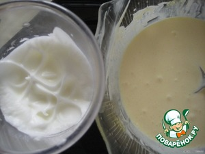 Whisk the egg whites in a solid foam and mix with mascarpone cheese.   The recipe for